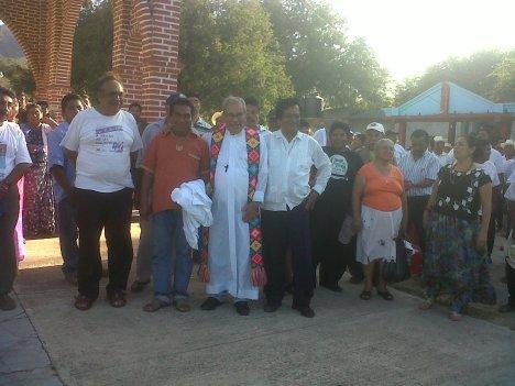 LONA REYES EN SAN DIONISIO DEL MAR